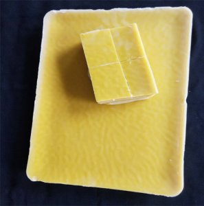 块状黄蜂蜡